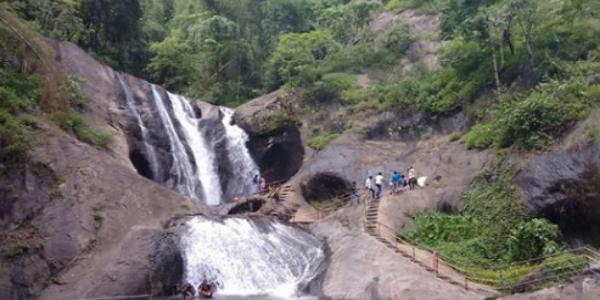 Kumbavuruti Aruvi (Kumbavuruti Falls)